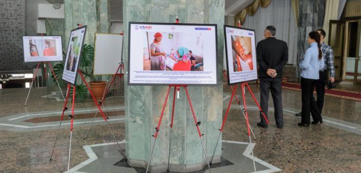 В Бишкеке открылась фотовыставка, посвященная туберкулезу и миграции «Вернись домой здоровым!»