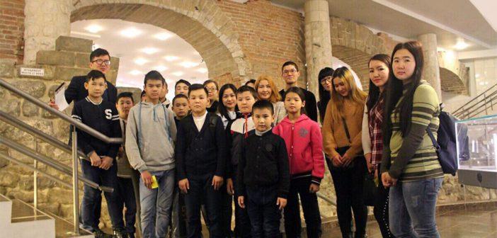 Кыргызстанец открыл в Москве школу, где помогает адаптироваться детям мигрантов