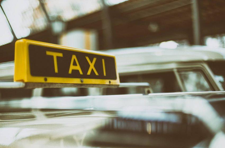 В Москве запретили нанимать таксистов с иностранными правами. С кыргызскими можно.